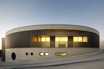 Steelform Fabrikası / Portekiz'de Endüstriyel Bir pavyon ve İdari Bina